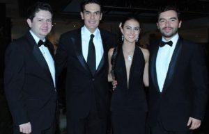 Rafael Merchán a la izquierda, y Andrés Villamizar, a la derecha, en el matrimonio de uno de los Galán Pachón. Entre todos salieron a culpar a Marulanda por la corrupción en la UNP