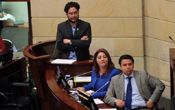 Iván Cepeda en el debate que realizó contra el expresidente Álvaro Uribe Vélez (Foto El Universal)