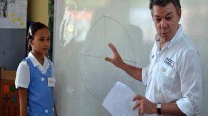 A pesar de la evidencia, Juan Manuel Santos asegura que la vacuna es segura. ¿Habrá negocio de por medio?