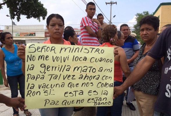 Protestas en Carmen de Bolívar por graves secuelas de la vacuna contra el Papiloma humano aplicada a menores de edad