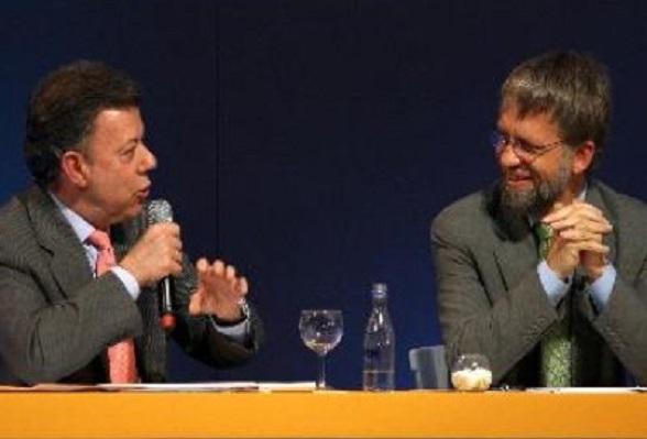 """""""Durante mi gobierno no voy a subir impuestos. Pueden esculpir en piedra o en mármol mi promesa: No voy a subir impuestos"""", dijo Santos en su campaña presidencial"""