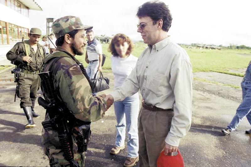 """""""FARC Y SANTOS DESTRUIRÁN LAS FUERZAS MILITARES"""""""