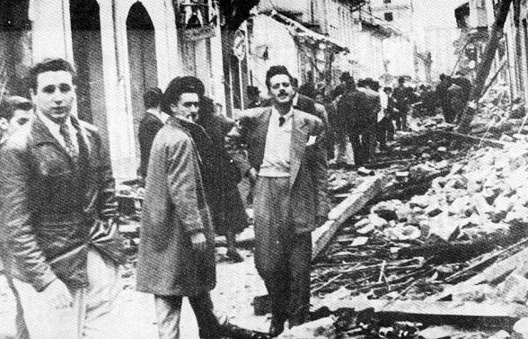 Fidel Castro, Enrique Ovares (presidente de la federación universitaria de estudiantes cubanos) y jorge Menvielle estudiante mexicano comunista, cumpliendo su labor en lo que se conoció como El Bogotazo