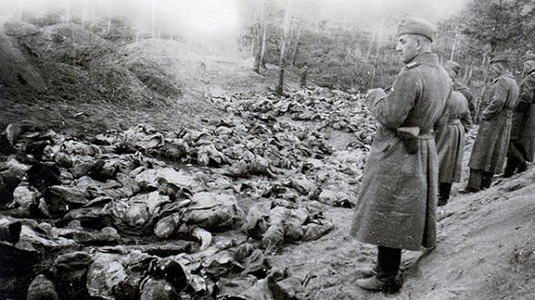 La masacre de Katyn, una de las cientos de matanzas que cometió el Ejército soviético