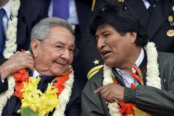 Evo Morales y el tirano Raúl Castro