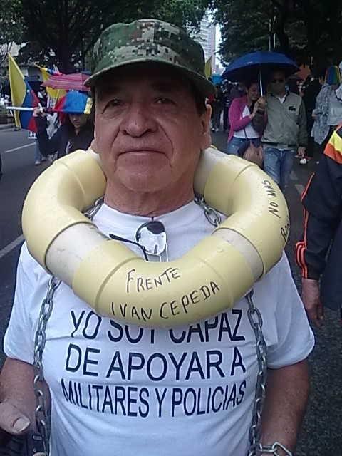 Qué diciente foto la de este patriota que marchó..! (tomada de facebook)