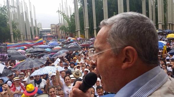 Uribe lideró la marcha en Medellín