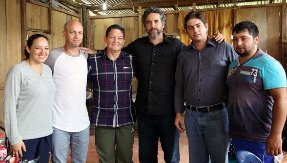 El General Alzate con Gloria Urrego, la delegación de las Farc el cubano del G2, Rodolfo Benítez (de camisa negra) y el cabo José Rodríguez (Foto en exclusiva del Telesur)