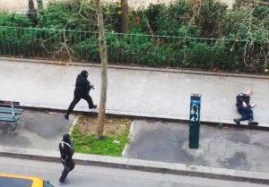 Franck Brinsolaro, segundos antes de ser rematado por los terroristas