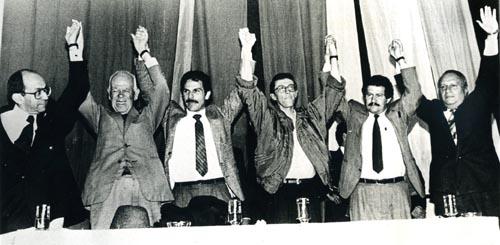 Gerardo Molina en su campaña de 1982 con el frente Firmes-M19. Con Adalberto Carvajal, Carlos Pizarro Leongómez,Antonio Navarro,Angelino Garzón y Carlos Bula