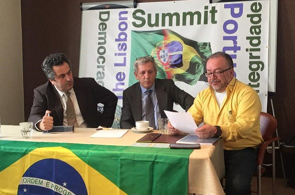 "Dalmo Accorsini (centro) organizador del ""Lisbon Summit for Democracy"""