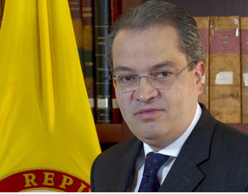 FERNANDO CARRILLO, DE ENCUBRIDOR DE PABLO ESCOBAR A EMBAJADOR EN ESPAÑA