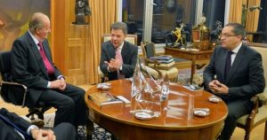 Fernando Carrillo, como embajador en España, con Juan Manuel Santos y el Rey D Juan Carlos