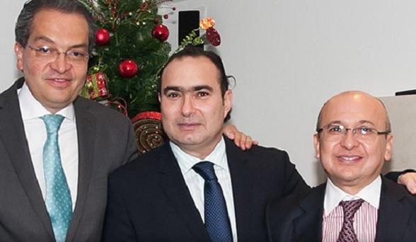 El Magistrado Jorge Pretelt en medio del exministro y hoy embajador en España Fernando Carrillo, y del Fiscal General Eduardo Montealegre