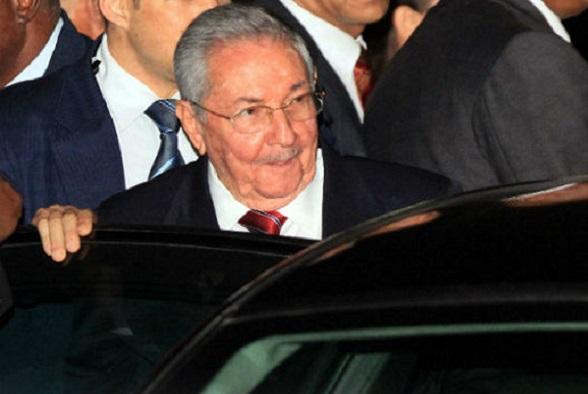Raúl Castro llega a la cumbre de Panamá 2015