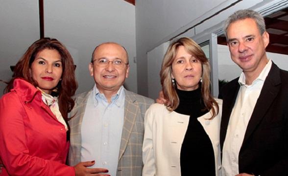 Rodrigo Escobar Gil y su esposa Soraya Daza, con sus grandes amigos, el Fiscal Eduardo Montealegre y su esposa Tania Hernández