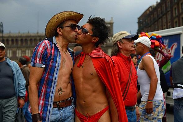 ¿La unión entre personas del mismo sexo produce familia?