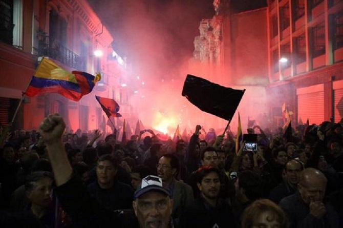 Multitudes salen a las calles en todo el país.
