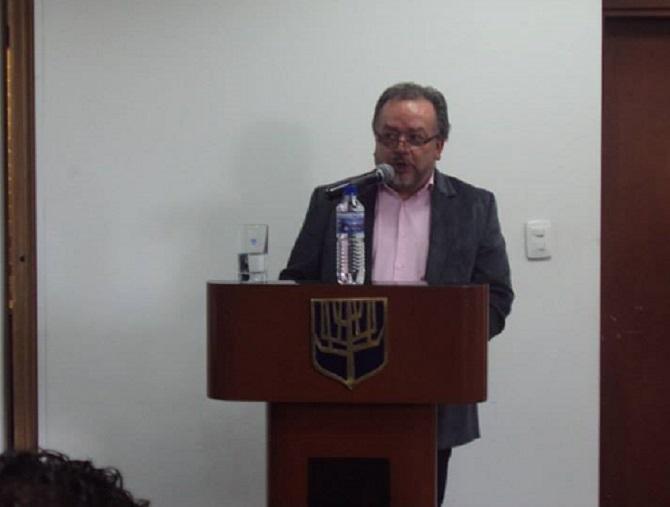 Ricardo Puentes en un coloquio sobre el caso del Palacio de Justicia, en la Universidad Sergio Arboleda