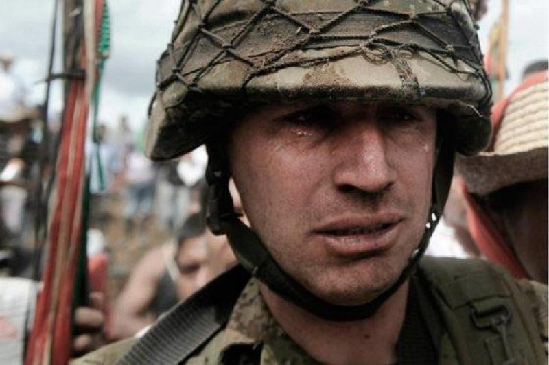 soldado humillado x indios caucanos