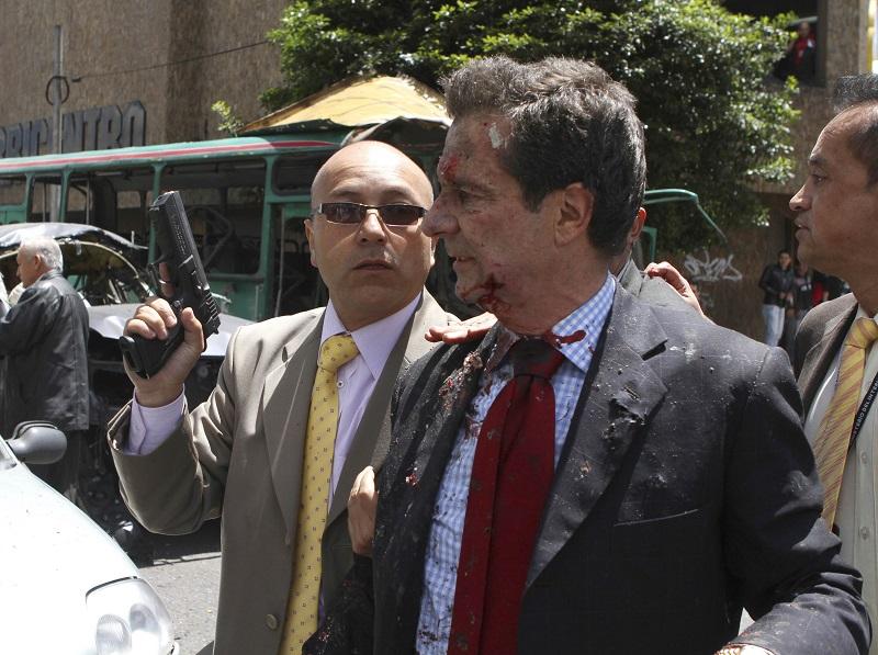 El CD no impulsó siquiera una verdadera investigación, ni propia, ni parlamentaria, ni judicial, hasta hoy, ante el sangriento atentado sufrido por un alto dirigente del CD, el ex ministro Fernando Londoño Hoyos