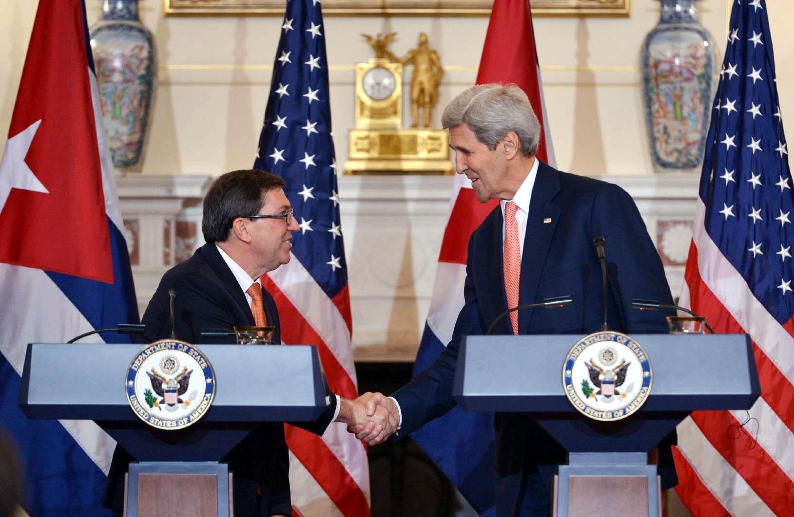 John Kerry y Bruno Rodríguez, canciller cubano