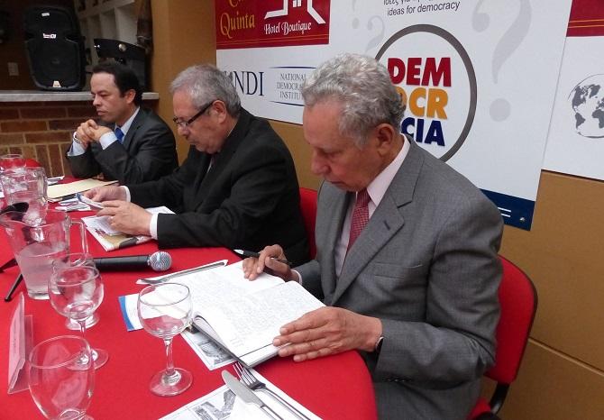 General Bonnet, Mag. Carlos Ramiro Borja, y Luis Daniel Santos