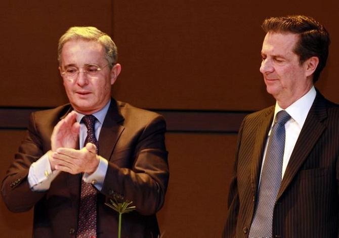 """Álvaro Uribe y Fernando Londoño, """"héroes sin fusil"""""""