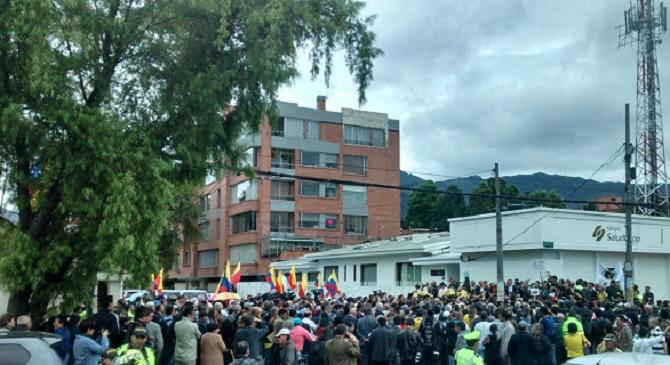 Muchas personas acudieron a la cita para defender a los colombianos vapuleados por el régimen marxista de Maduro