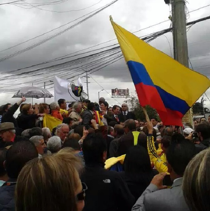Las banderas colombianas ondearon