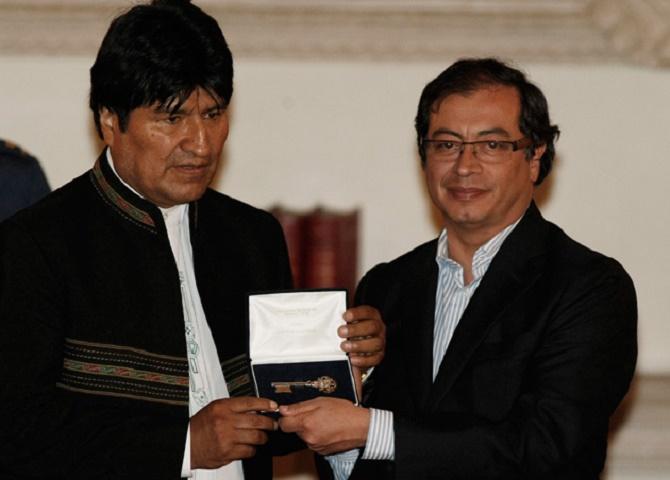 Petro le entrega las llaves de la Bogotá Humana a Evo Morales