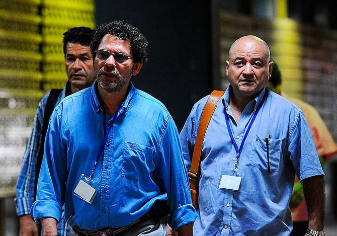 Alias Carlos Antonio Lozada, a la derecha