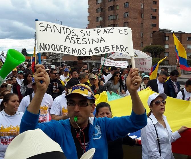 """""""Su paz es asesina"""" (Foto Francisco Ojeda)"""