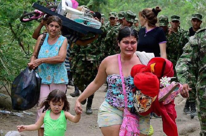El gobierno venezolano ha violado todos los Derechos Humanos de los Colombianos. No se recuerda una crisis humanitaria de estas proporciones, excepto la ocurrida en Los Balcanes o en la Alemania Nazi