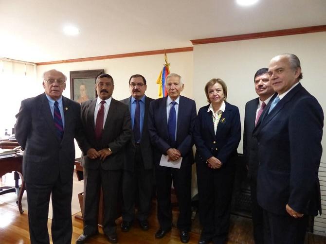 Oscar Platero y la Delegación de Guatemala en ACORE