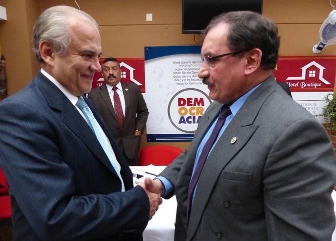 Oscar Platero y el General Rodrigo Quiñonez