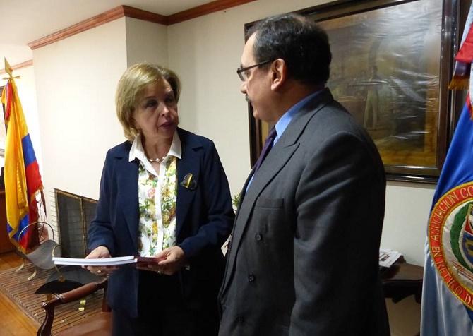 Oscar Platero con la senadora Thania Vega de Plazas