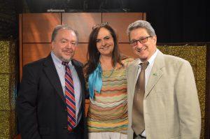 Ricardo Puentes, Ana María Cabal y Pedro Corzo, en los estudios de TV en Miami