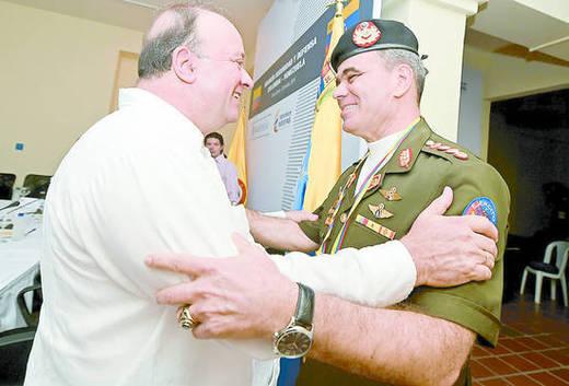 El General Padrino López con su homólogo y amigo el ministro de Defensa colombiano, Luis Carlos Villegas