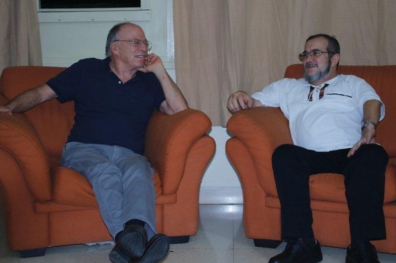 Timochenko y Enrique Santos