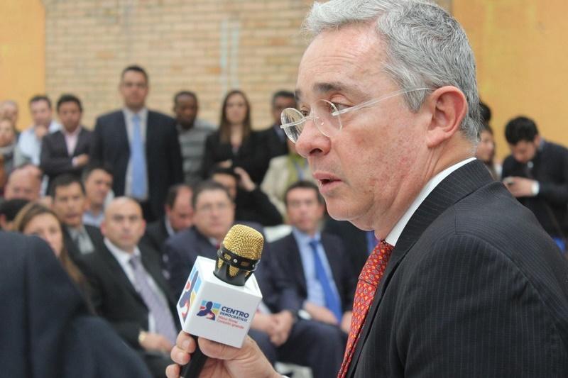 TESIS SOBRE LA OFENSIVA DE SANTOS CONTRA EL CENTRO DEMOCRÁTICO