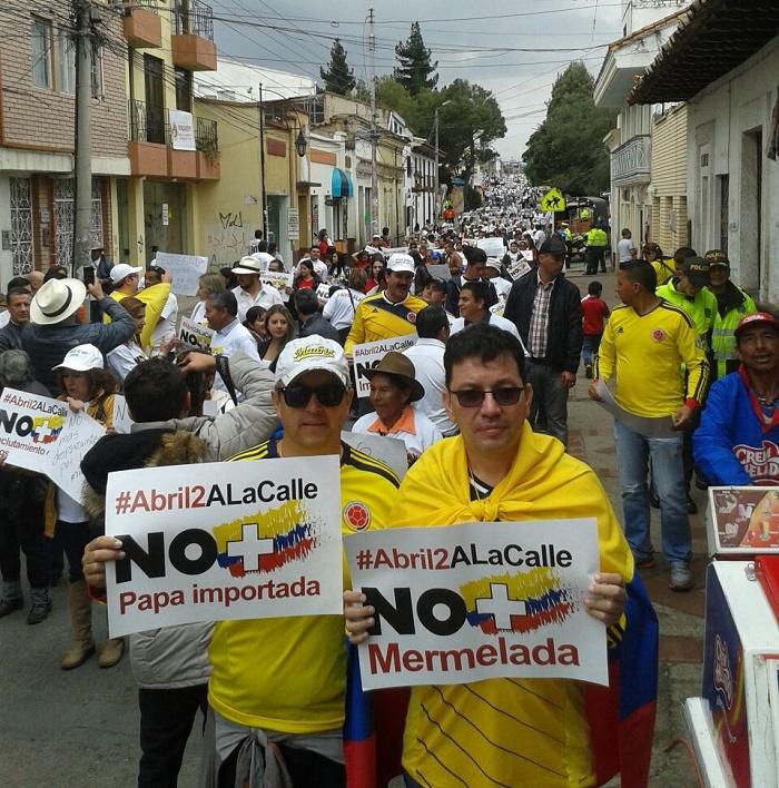 """La gente salió a marchar contra Santos y su proceso de """"paz"""""""