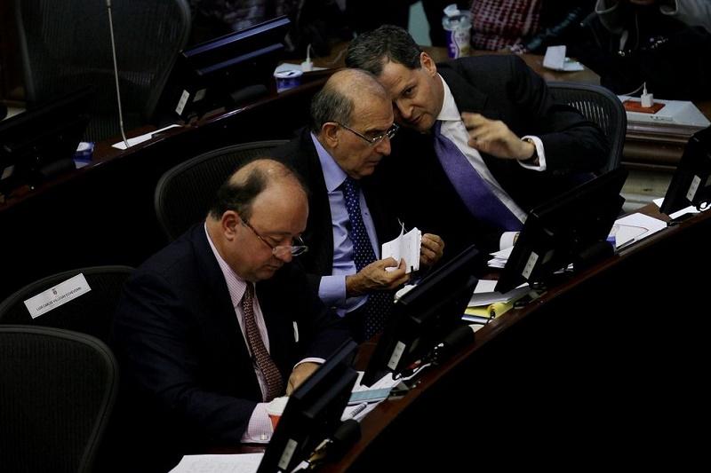 """SOBRE LA ENTREGA DE """"14 MIL ARMAS"""" DE LAS FARC"""