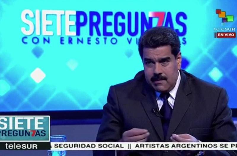EL TIBURÓN SE BAÑA, PERO SALPICA