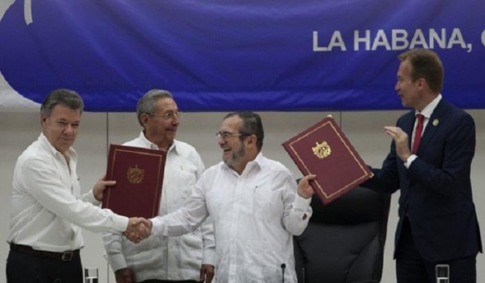 Santos y Timochenko acuerdan cese al fuego bilateral