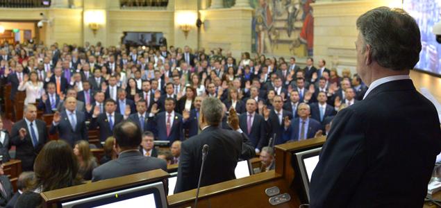 Santos ha comprado el silencio y la complicidad del Congreso