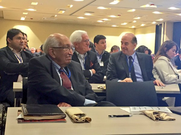 Álvaro Leyva, invitado a un conversatorio en el Centro Democrático. Allí, Leyva le pidió a Uribe que se sumara al proceso de La Habana