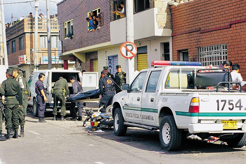 Atentado de FARC en el humilde barrio Fátima, al sur de Bogotá. Asesinaron a 4 Policías y a Johana Zárate, de 5 años de edad