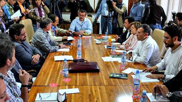 Los congresistas de Colombia reunidos con los cabecillas de la narcoguerrilla FARC