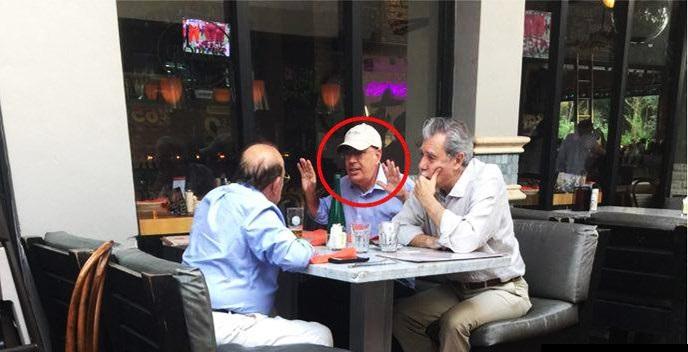 Carlos Mario Gutiérrez, acá con Reynaldo Taladrid (en círculo rojo)Director de la Mesa Redonda en Cuba, Coronel del G-2 y persona de entera confianza de Fidel y Raúl Castro, miembro de la DGI donde atiende, entre otras cosas, la creación de matrices de opinión y atención directa a agentes en el exterior. El calvo de espaldas es Max Lesnick, otro castrista con programas de radio a favor de los Castro y sus agendas, incluyendo el proceso de Paz de Colombia